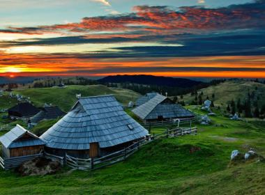 Velika Planina Resort -...
