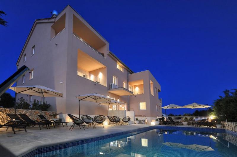 Deluxe Villa No. 10 - Oddih na Pagu, Mandre, Pag,